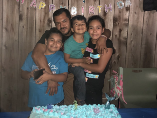San Mateo Father, Marial Zúñiga, with his kids.