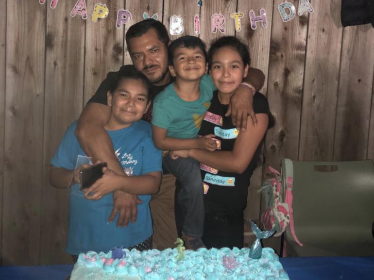 Padre de San Mateo, Marial Zúñiga, con sus hijos.